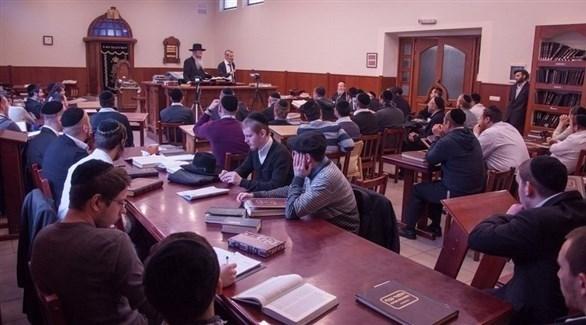 طلاب داخل قاعة معهد توارة حاييم في موسكو (أرشيف)