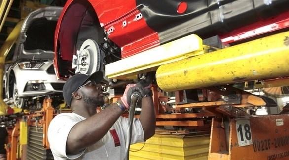 عامل في مصنع سيارات أمريكية (أرشيف)