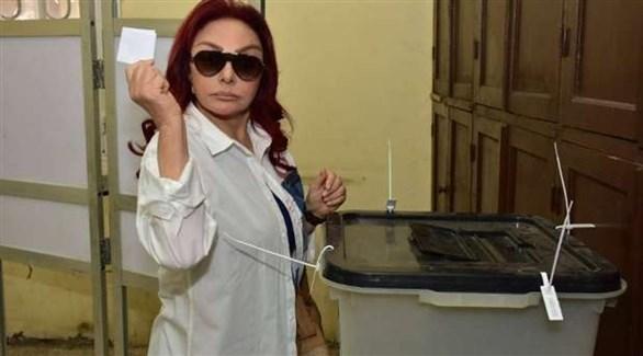 نبيلة عبيد خلال مشاركتها في استفتاء الدستور المصري (المصدر)
