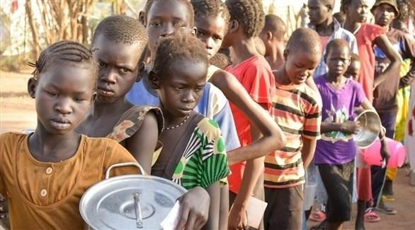 أطفال أفارقة في طابور للحصول على مساعدة غذائية (أرشيف)
