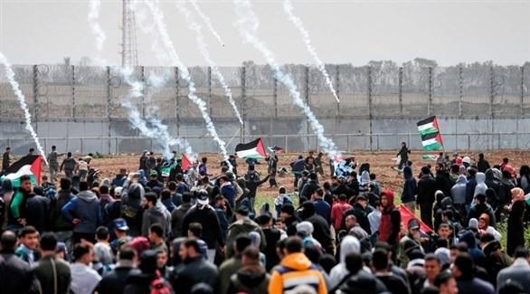 الاحتلال يطلق قنابل الغاز على المشاركين في إحياء ذكرى مسيرات العودة شرق غزة (أرشيف)