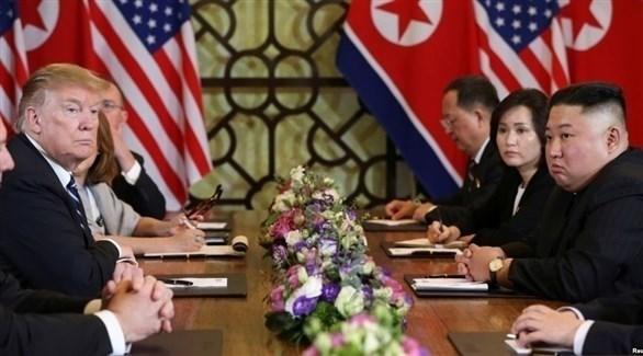 الزعيمان الأمريكي دونالد ترامب والكوري كيم جونغ أون خلال قمة هانوي (أرشيف)