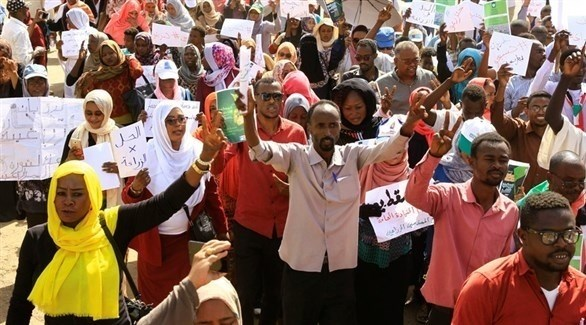 محتجون سودانيون (إ ب أ)