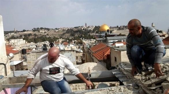 فلسطينيان يهدمان منزلهما بالقدس بقرار من الاحتلال (أرشيف)