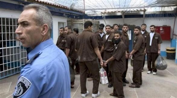 أسرى فلسطينيون في معتقل إسرائيلي (أرشيف)