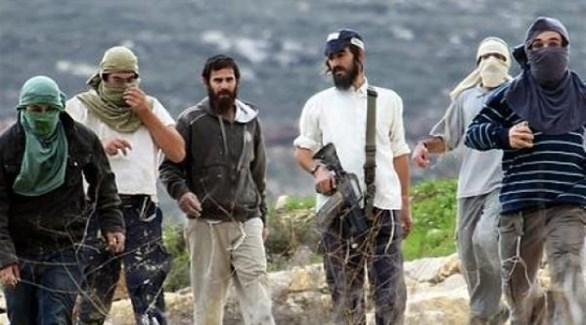 مستوطنون مسلحون يعتدون على فلسطينيين (أرشيف)