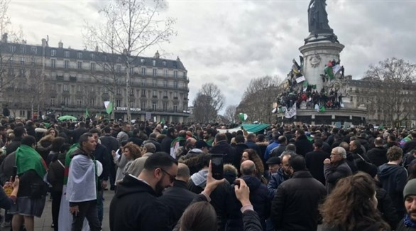 الجزائريون يتظاهرون في باريس (أرشيف)