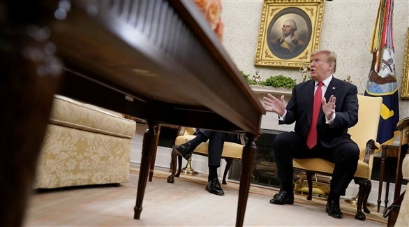 الرئيس الأمريكي دونالد ترامب في المكتب البيضاوي (رويترز)