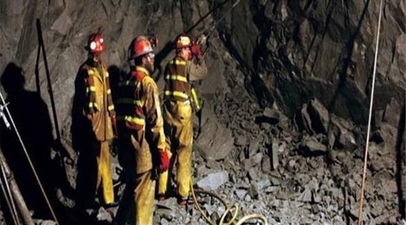 عمال إنقاذ يبحثون عن عمال محاصرين في انهيار منجم (أرشيف)