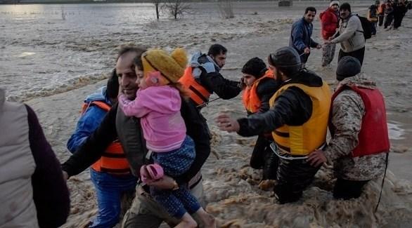 فرقا الطوارئ الإيرانية تنقذ المواطنين من الفيضانات (أرشيف)