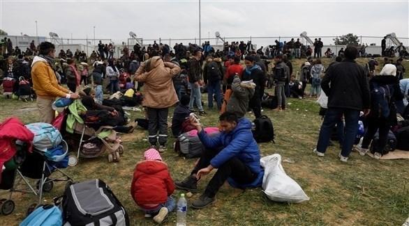 مئات المهاجرين فى اليونان يتظاهرون لفتح الحدود أمامهم (تويتر)