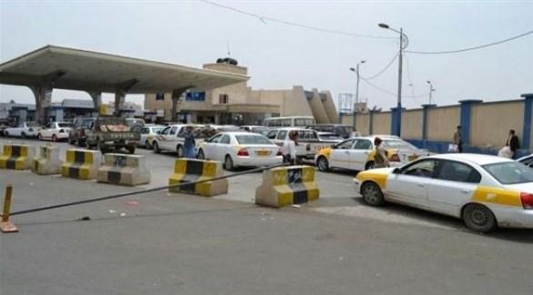 سيارات متكدسة في محطة بترول يمنية (المشهد اليمني)