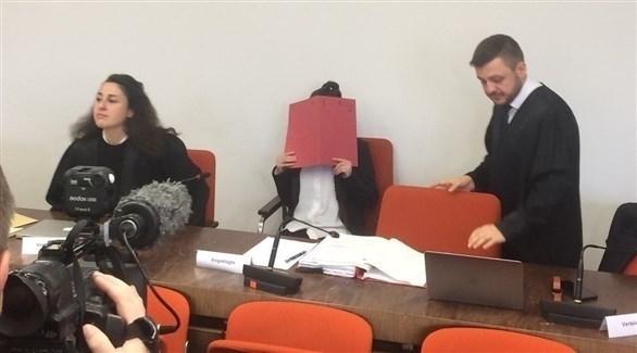 المتهمة جنيفر جي في  محكمة بمدينة ميونيخ الألمانية (تويتر)