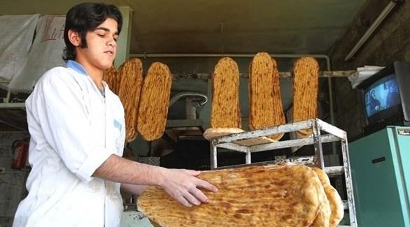 بائع خبز في محل  إيراني (أرشيف)