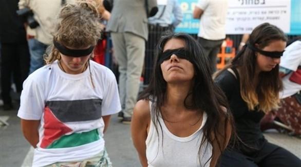 معتصمون يصدون مدخل استاد يوروفيجن في إسرائيل