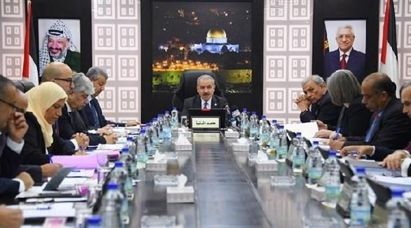 رئيس الوزراء الفلسطيني محمد أشتية مترئساً اجتماع حكومته (أرشيف)