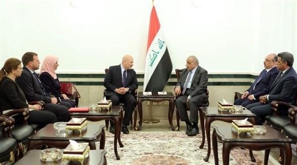 رئيس الوزراء العراقي عادل عبد المهدي ورئيس فريق التحقيق الدولي بجرائم داعش كريم خان (السومرية نيوز)