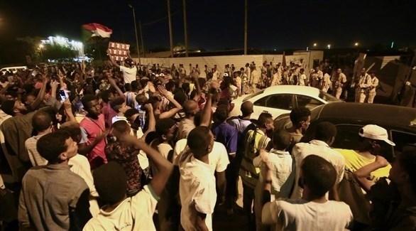 سقوط مصابين بإطلاق نار على المتظاهرين وسط الخرطوم (تويتر)
