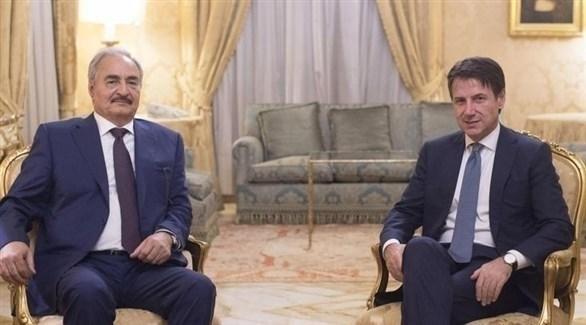قائد الجيش الليبي المشير خليفة حفتر ورئيس الحكومة الإيطالية جوزيبي كونتي (أرشيف)