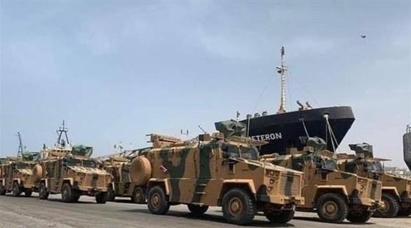 مدرعات تركية لحظة إنزالها في ليبيا (أرشيف)