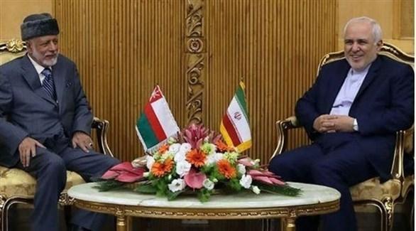 وزيرا الخارجية العماني يوسف بن علوي يسار والإيراني محمد جواد ظريف اليوم في طهران (تويتر)