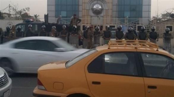 قوات الأمن تنتشر أمام مقر القنصلية الكويتية في البصرة (تويتر)