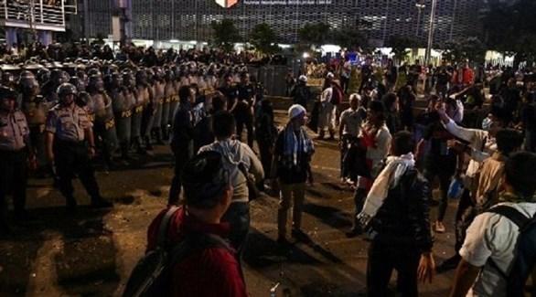 الشرطة الإندونيسية تتصدى للمحتجين على فوز ويدودو بولاية ثانية (أ ف ب)