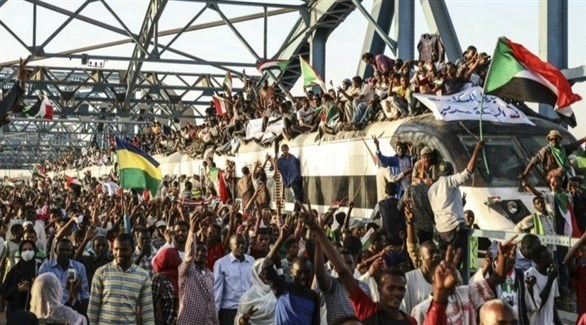 محتجون سودانيون في الخرطوم (أرشيف)