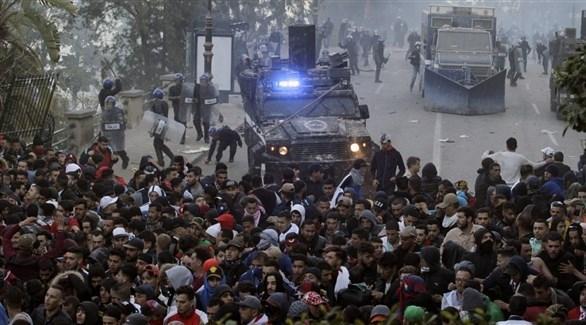 متظاهرون في الجزائر العاصمة (أ ب)