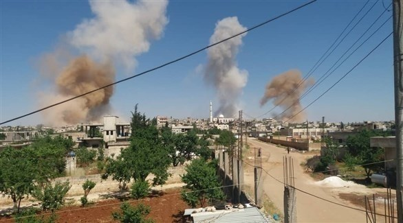 أعمدة الدخان تتصاعد بعد قصف روسي سوري (أرشيف)