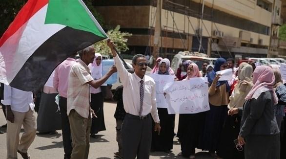 محتجون سودانيون في الخرطوم (إ ب أ)