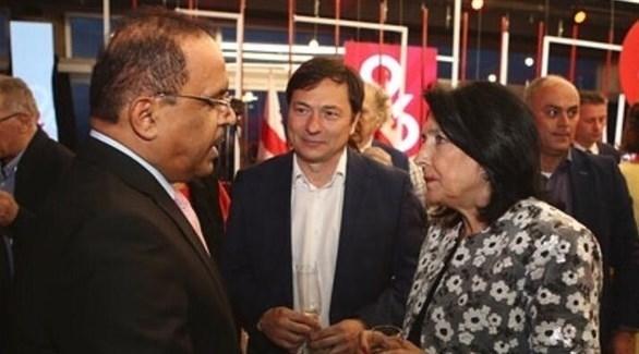 لقاء رئيسة جورجيا والسفير الإماراتي (من المصدر)