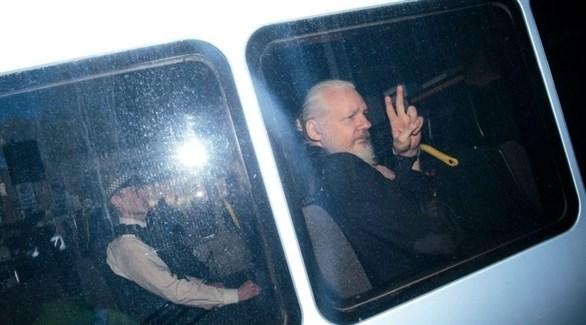 أسانج بعد اعتقاله من مبنى السفارة (أرشيف)