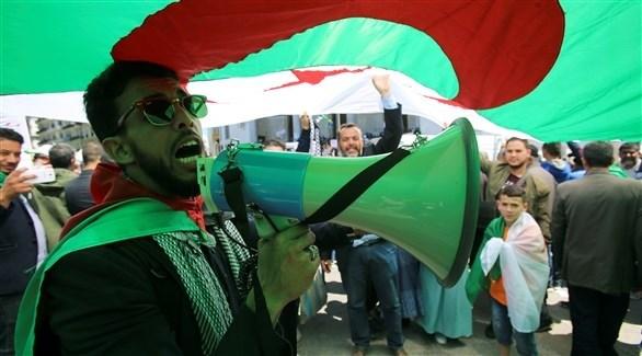 متظاهرون خلال تظاهرات عيد العمال في الجزائر (رويترز)