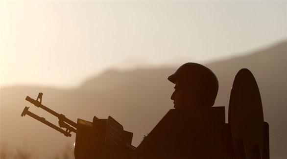 عنصر من قوات حزب العمال الكردستاني (رويترز)