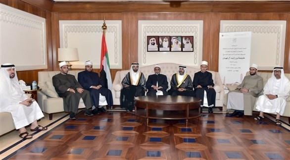 جانب من استقبال العلماء ضيوف رئيس الإمارات (وام)