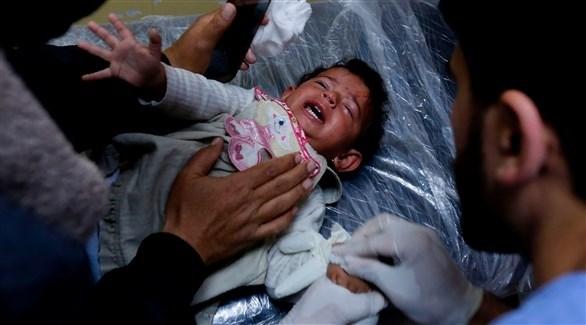 طفلة فلسطينية ناجية من غارة إسرائيلية في غزة (أ ف ب)