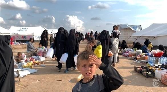 طفل وعائلات مقاتلين من داعش في مخيم سوري (أرشيف)