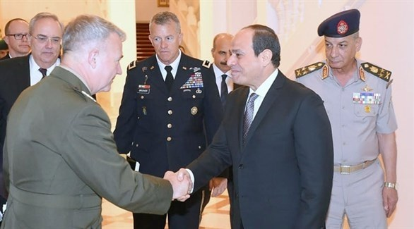 الرئيس المصري عبد الفتاح السيسي مستقبلاً قائد القيادة المركزية الأمريكية كينيث ماكينزي (الأهرام)