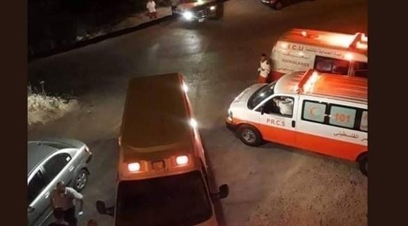سيارات إسعاف حول الأمن الوقائي في نابلس بعد محاصرته من قبل قوات إسرائيلية (تويتر)