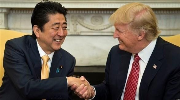 الرئيس الأمريكي دونالد ترامب ورئيس الوزراء الياباني شينزو آبي (أرشيف)