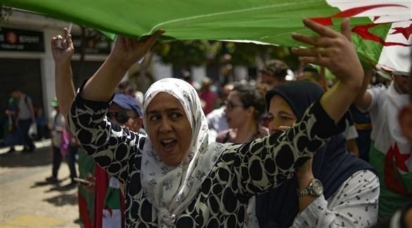 جانب من التظاهرات وسط الجزائر (أ ف ب)