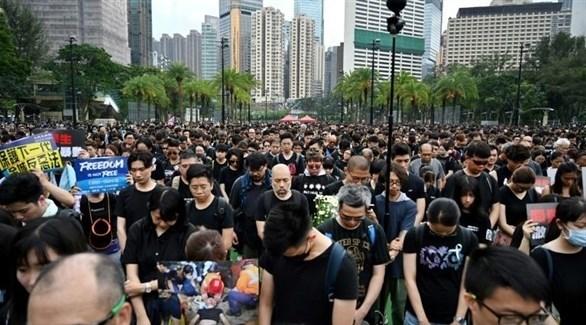 متظاهرون بملاس سوداء في هونغ كونغ ضد مشروع القانون المثير للجدل (أرشيف)