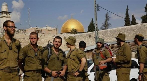 عناصر من جيش الاحتلال الإسرائيلي تحت حائط البراق في القدس (أرشيف)