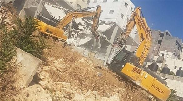 جرافات إسرائيلية تهدم منزلاً بمخيم شعفاط (24)