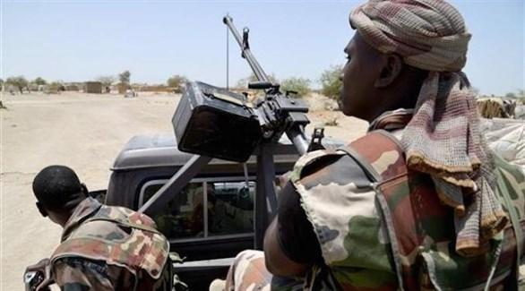 جنديان من جيش النيجر في الصحراء الكبرى (أرشيف)