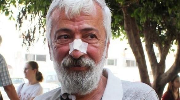 الصحفي إدريس أوزيول الذي تعرض للضرب.(ذا تايمز)