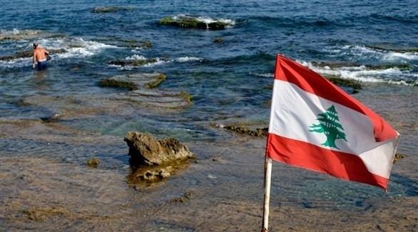 العلم اللبناني على شاطئ البحر المتوسط (أرشيف)