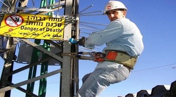 عامل في شركة الكهرباء الإسرائيلية (أرشيف)