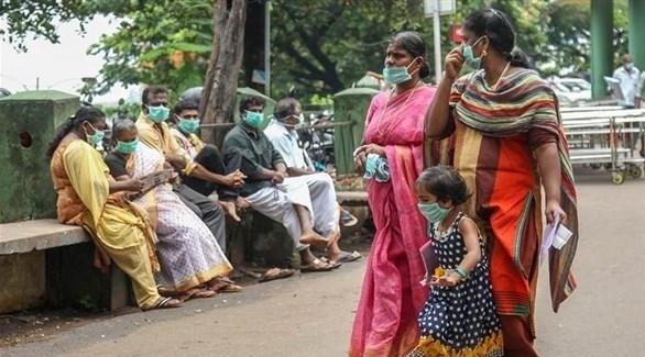 هنديات يضعن كمامات للوقاية من فيروس نيباه القاتل (أرشيف)